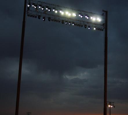Torres iluminación y graderíos
